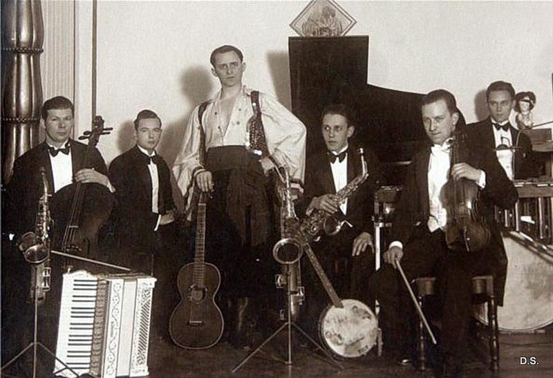 Петр Лещенко со своими музыкантами